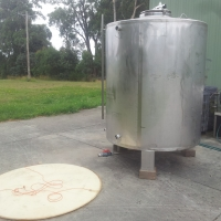 Stainless steel wine tank 2400l - price reduced